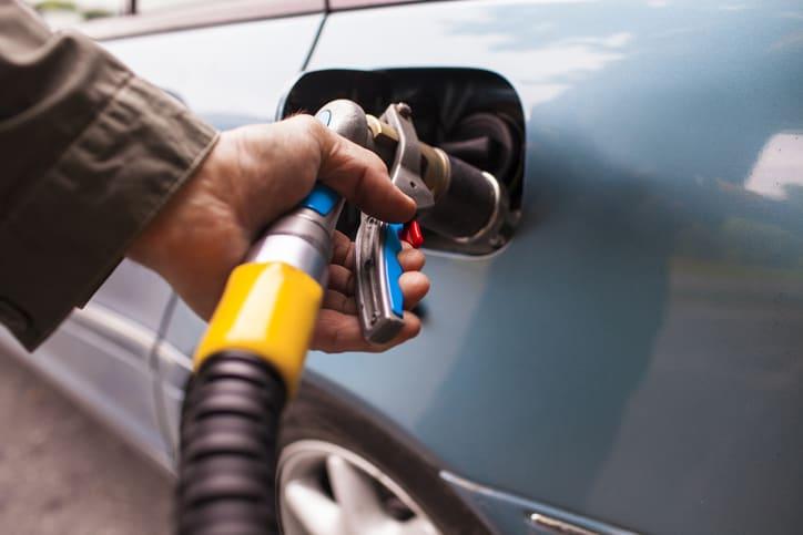 tankowanie gazu w samochodzie